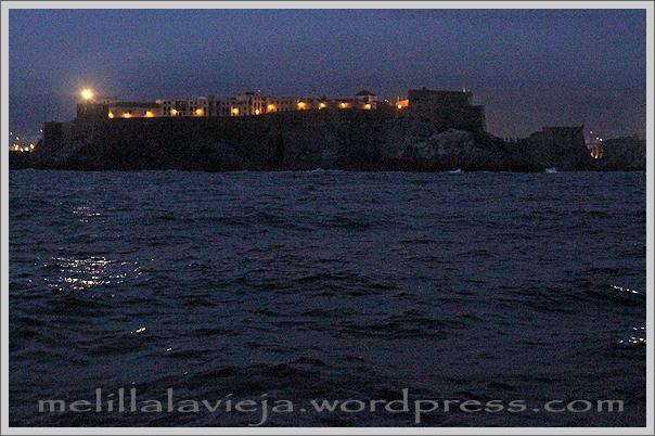 Melilla la Vieja antes de amanecer vista desde el Este. El 18 de febrero de 2012.